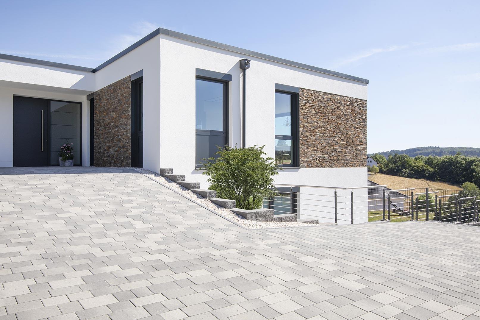 Pflastersteine und Terrassenbelag mit Stein und Holz   Venanz ...